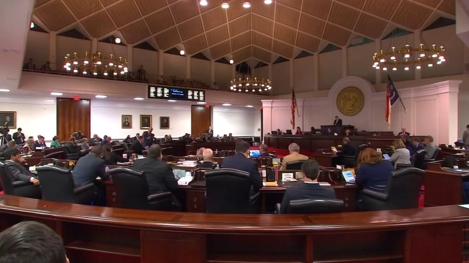Democrats, Republicans battle for control of state House ...